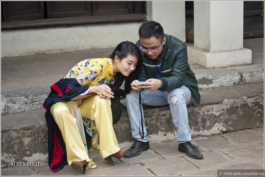 Ну, надо же - мода на драные джинсы, которые меня так удивляют на наших молодых людях, докатилась и до правильного социалистического Ханоя...