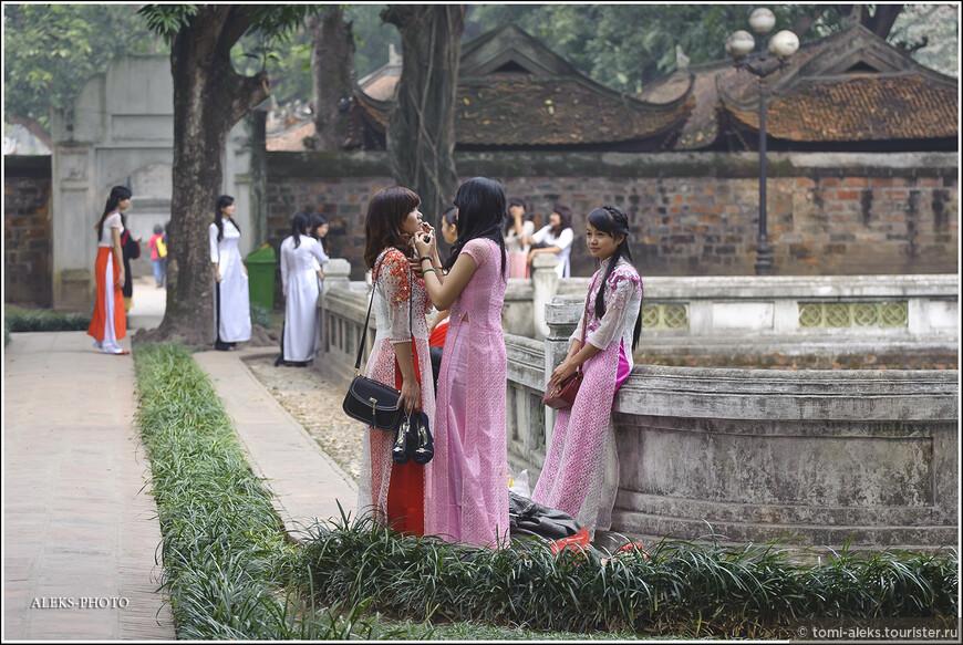 Это хорошо, что у вьетнамцев , как и у китайцев присутствует культура парков. Вот в Таиланде, к примеру в Паттайе, я не видел ни одного парка. Такого, чтобы там плавали лотосы в бассейнах. Хотя в буддистских монастырях такой мотив присутствует везде...
