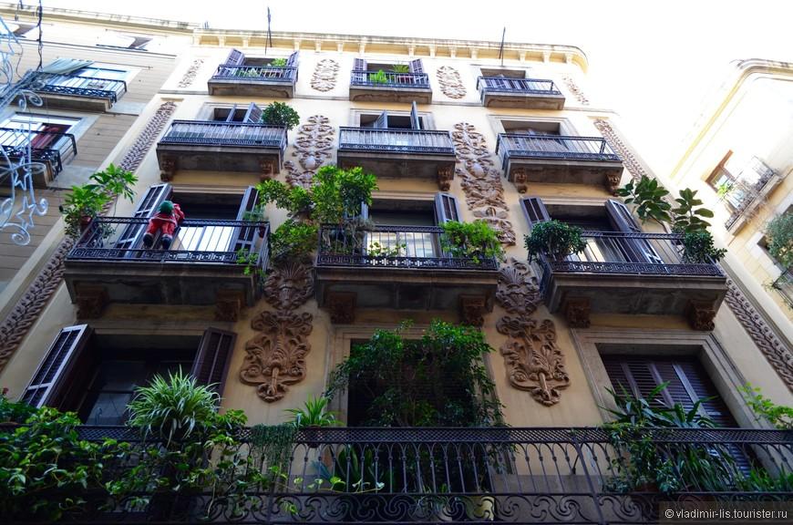 В окресностях мало зелени, но местные жители восполняют этот недостаток на своих балконах