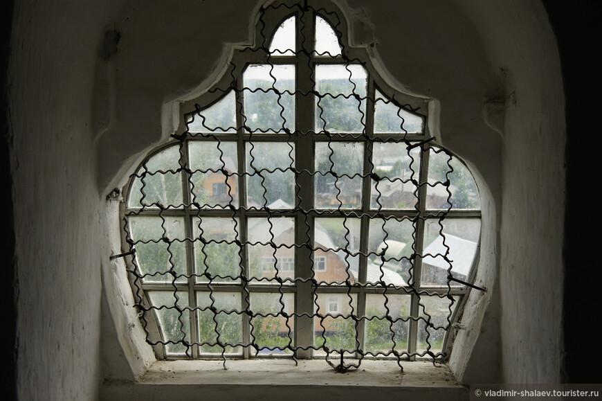 Стоит, конечно же, подняться на колокольню храма. Высота колокольни - 59 метров. Это самая высокая обзорная точка в Тотьме.