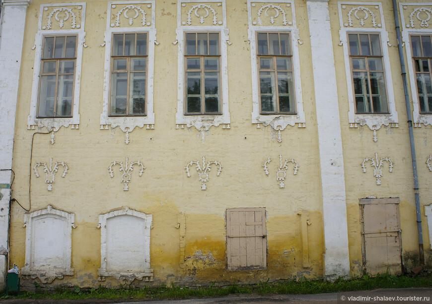 Элементы декора здания Присутственных мест.