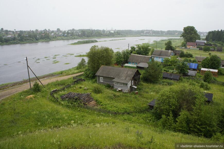 Вид на город Тотьму с правого берега Сухоны.