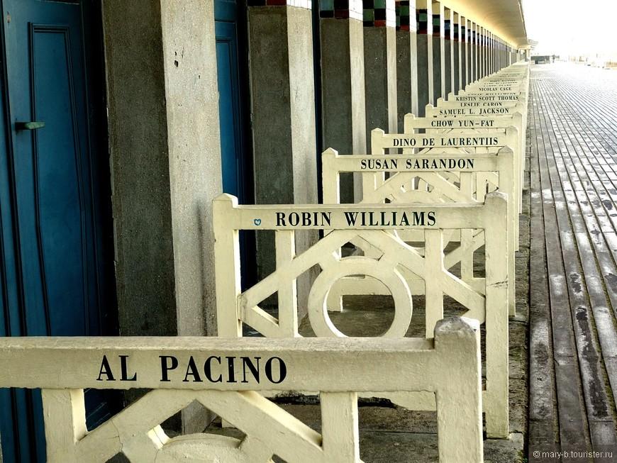 Знаменитые звездные кабинки на пляже Довиля