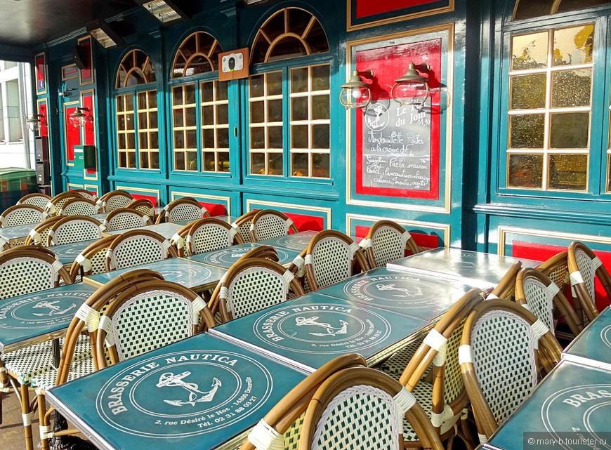 Кафе и ресторанов масса, но в несезон непросто найти заведение, открытое в середине дня