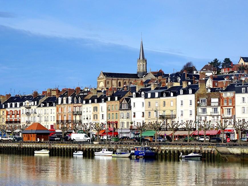 Города Довиль и Трувиль-сюр-мер разделены небольшой рекой Тук. 5 минут через мост - и мы уже в другом нормандском городе