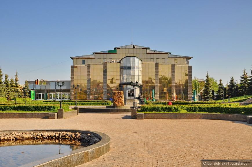 03. В этом здании чувствуется провинция, но не стоит забывать, что это Башкирия.