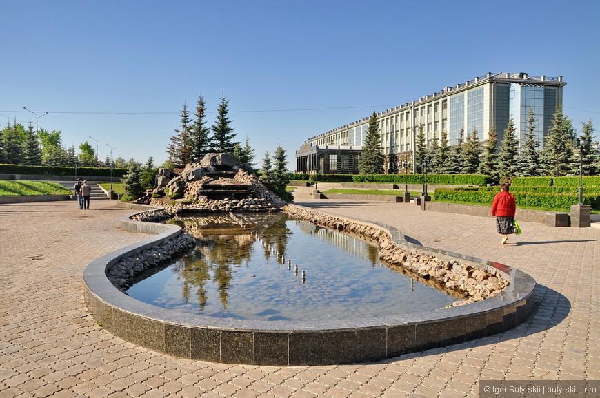 04. Великолепно оформленная и ухоженная территория университета открыта для всех посещающих.