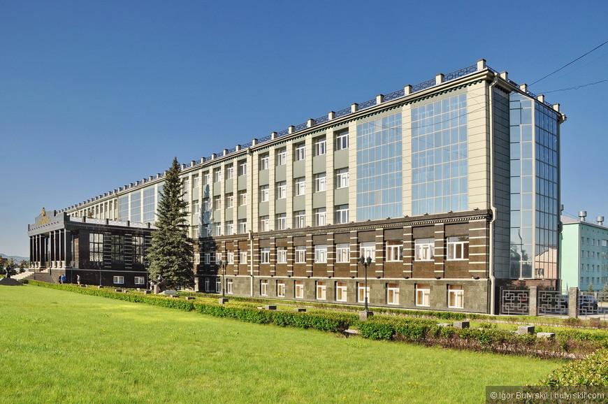 07. Кстати, здание октябрьского филиала университета выглядит лучше, чем в Уфе.