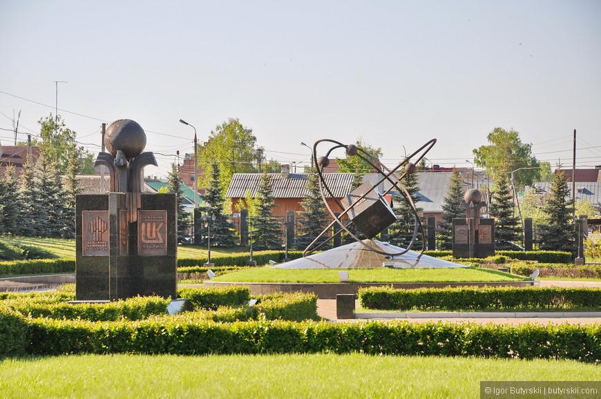 08. На территории есть разные тематические скульптуры.