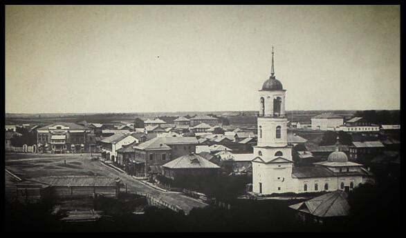 Остались только архивные фото. Вид Торговой площади с южной стороны. Справа и есть Георгиевская церковь. (фотограф А. М. Киренков, 1900 г.)