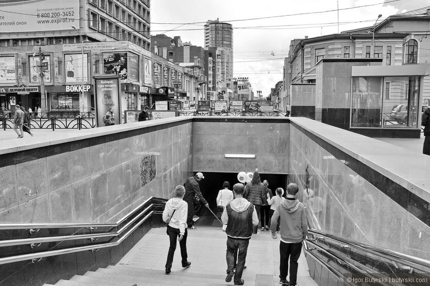 13. Это подземный переход! На пешеходной улице! Только вдумайтесь в эту глупость – вы приходите в выходной день погулять в центре, на улице которую сделали для пешеходов, но вас запихивают в подвал…