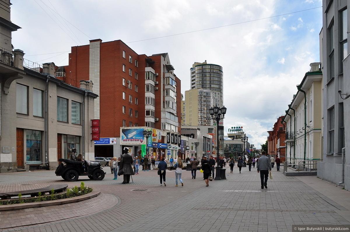 15. Погода немного исправилась и люди начали выходить из торговых центров., Екатеринбург — Улица Вайнера