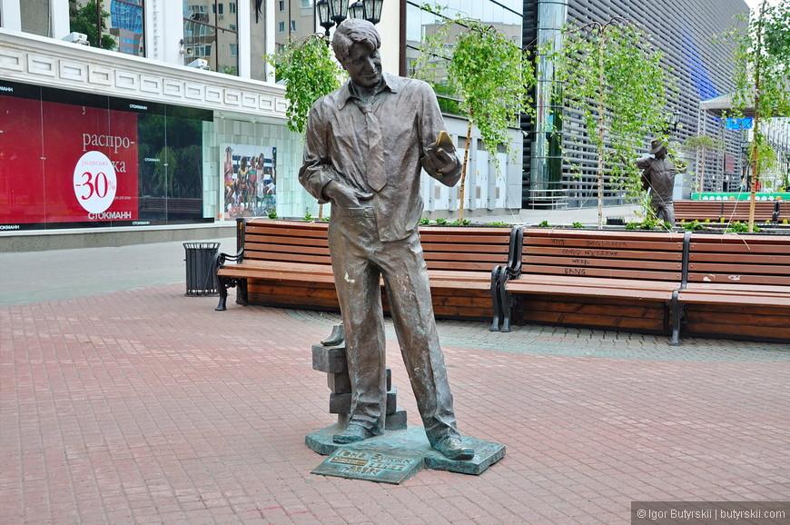 23. Памятник Гене Букину из сериала. Мне не очень понравился, считаю, что можно было бы сделать более похожим.
