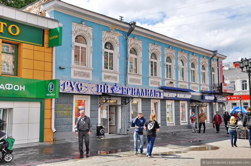 35. Как это не странно, но челябинская пешеходка оказалась сделана намного лучше екатеринбургской. В вечном сравнении этих городов, в этом пункте, Челябинск выиграл.