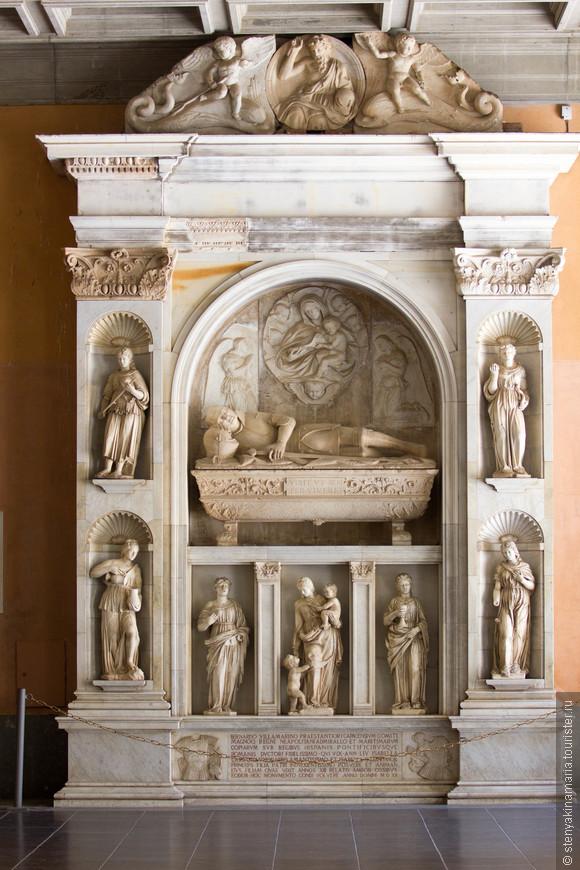 Гробница каталонского дворянина адмирала,находившегося на службе у короля Арагона и короля Неаполя
