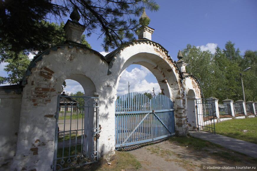 Святые северные ворота церкви.