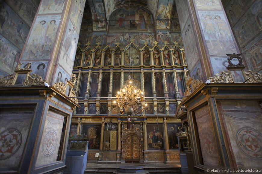 Интерьер Благовещенского собора до наших дней сохранил своё убранство.