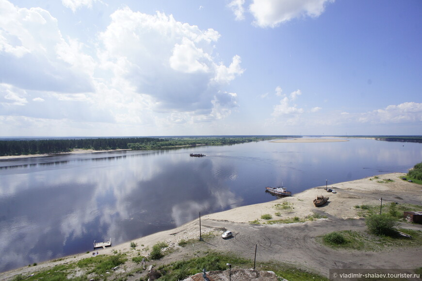 Вид на паромную переправу на реке Вычегда.