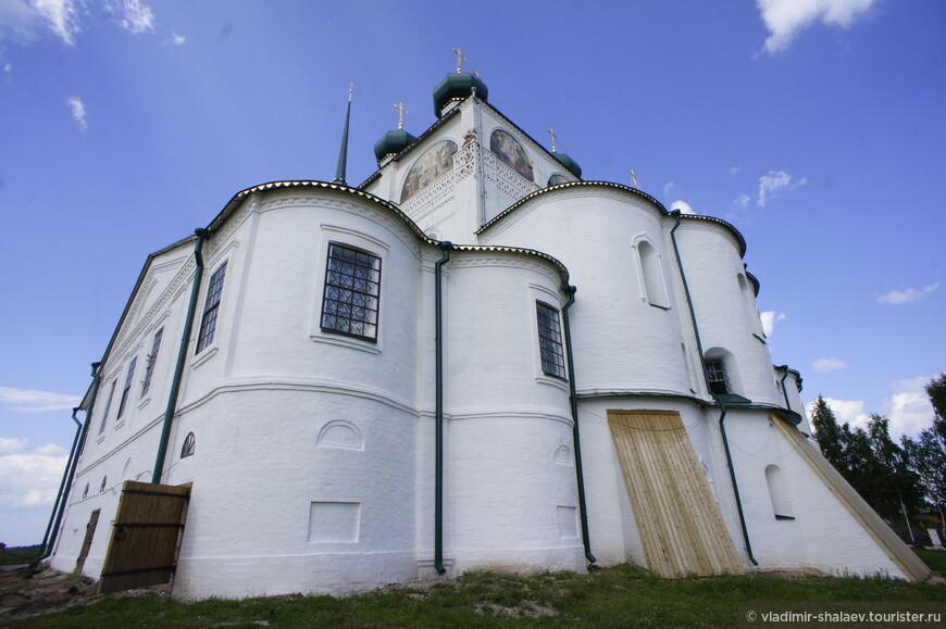 Благовещенский собор в городе Сольвычегодске является памятником русского зодчества XVI века федерального значения.