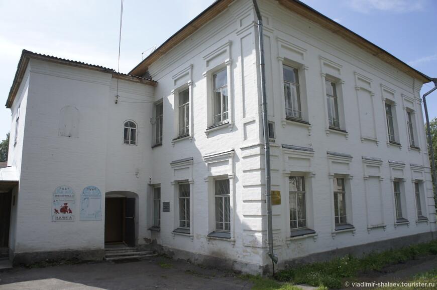 Бывший дом купцов Хаминовых. Сейчас в нём располагается Сольвычегодский историко-художественный музей.