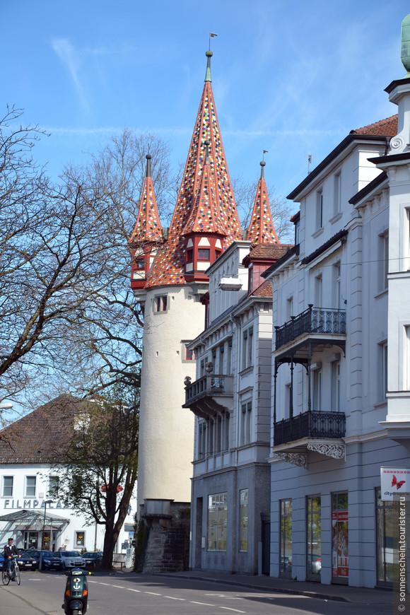Башня Дибстурм была построена в 1380 году как часть городской стены и укреплений.  Дибстурм была частью городского бастиона и в средние века долгое время служила тюрьмой для воров, откуда пошло её название «Воровская башня», или «Башня грабителей». Под крышей башни, как ласточкины гнёзда, расположены четыре угловые башенки.