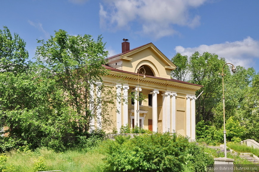 02. Встречаются красивые здания советской эпохи, хорошо отреставрированные.