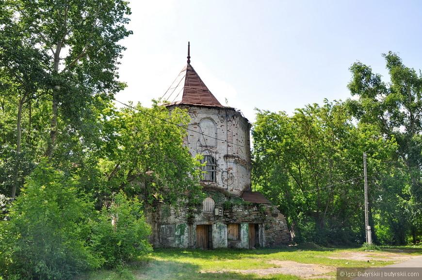 07. Усадьба является памятником архитектуры федерального значения, но это не мешает ей быть в таком состоянии.