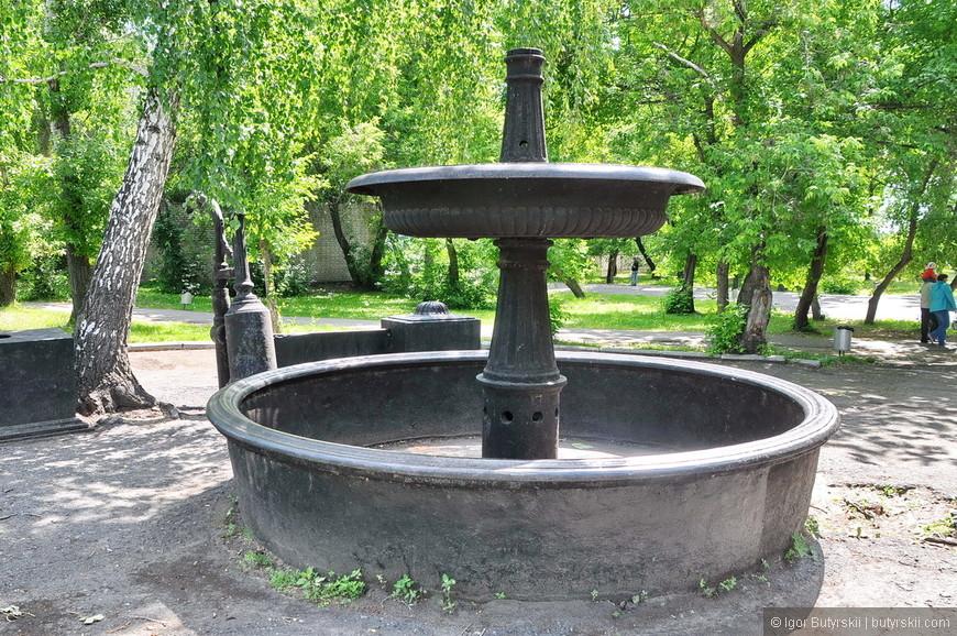 11. Чаша фонтана, в данный момент он не работает, это очень удручает.