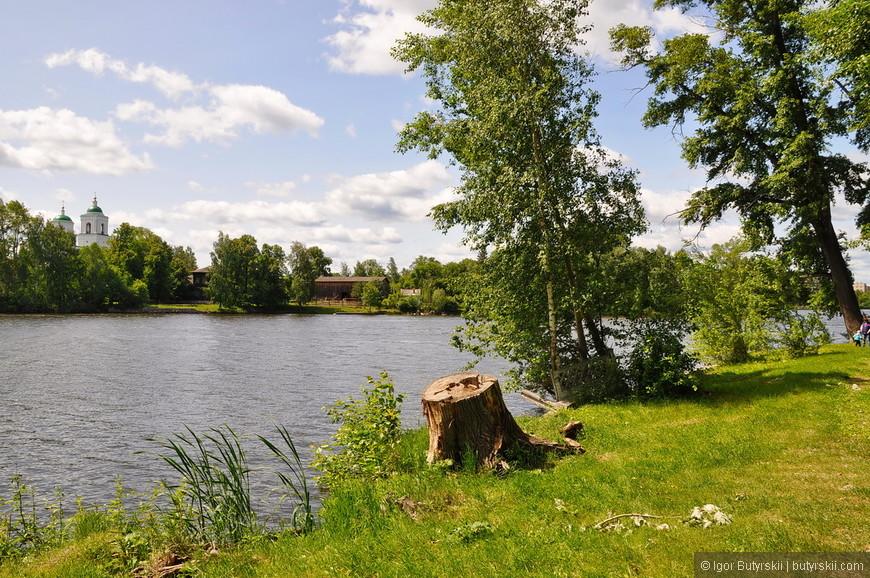 19. Заводской пруд выглядит очень натурально, иногда кажется, что вода в нем спокойная.