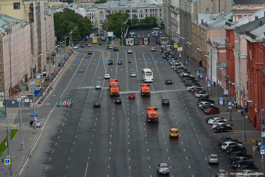 Многополосая улица Новая площадь...