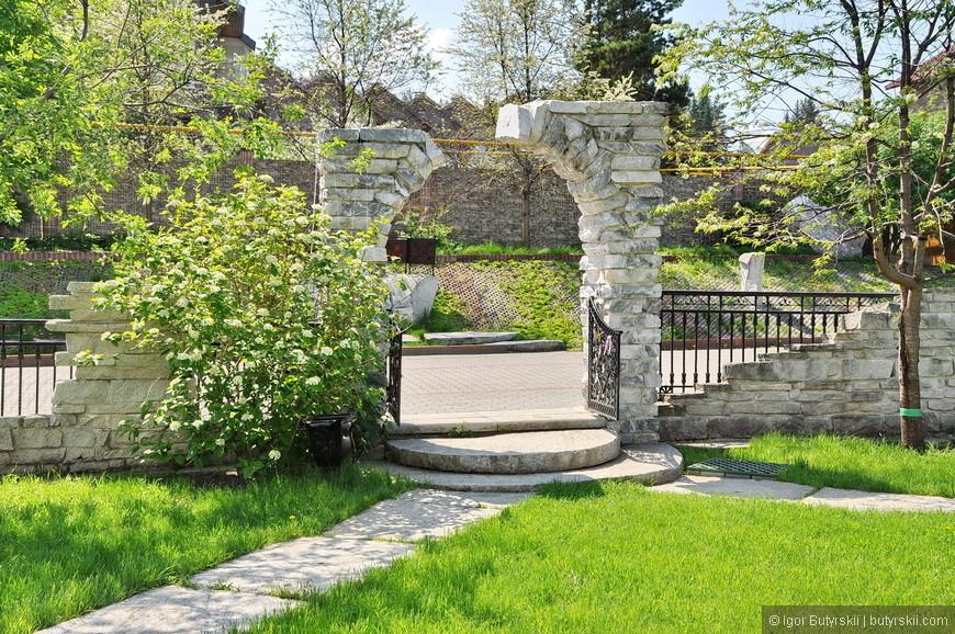 04. Местная компания Стройтехника построила этот парк к своему 25-летию для всех жителей города. Небывалое событие, скажу я вам.