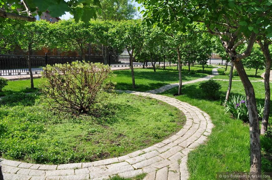 07. Брусчаточка, парк очень красиво сделан.