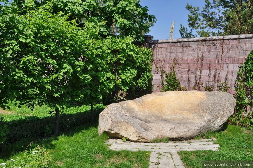 08. Для строительства парка потребовалось 500 тонн натурального камня из 8 карьеров.