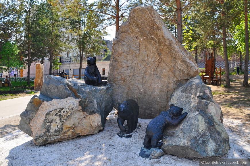 24. Переходим к металлическим скульптурам в парке.