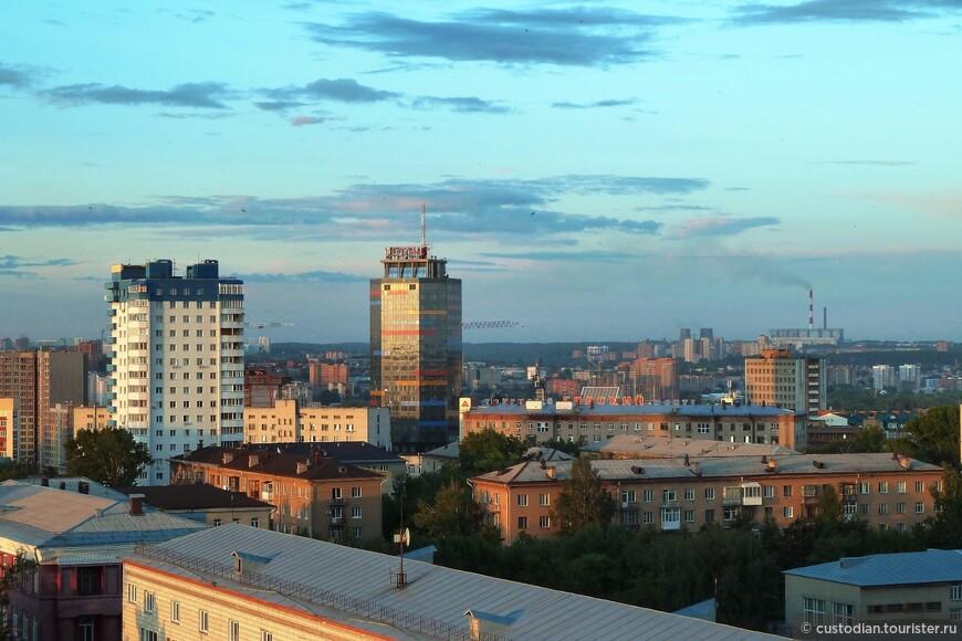 Передний план - Ленинский район, справа на заднем плане - ТЭЦ-5 (Октябрьский район)