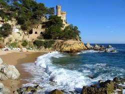 Российских туристов в Испании стало на треть меньше