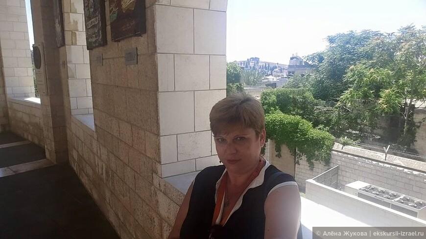Назарет. Вид из двора Храма Благовещения на гору Прыжка