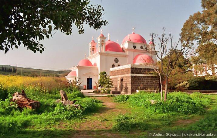 волшебный храм 12 Апостолов в библейском Капернауме.