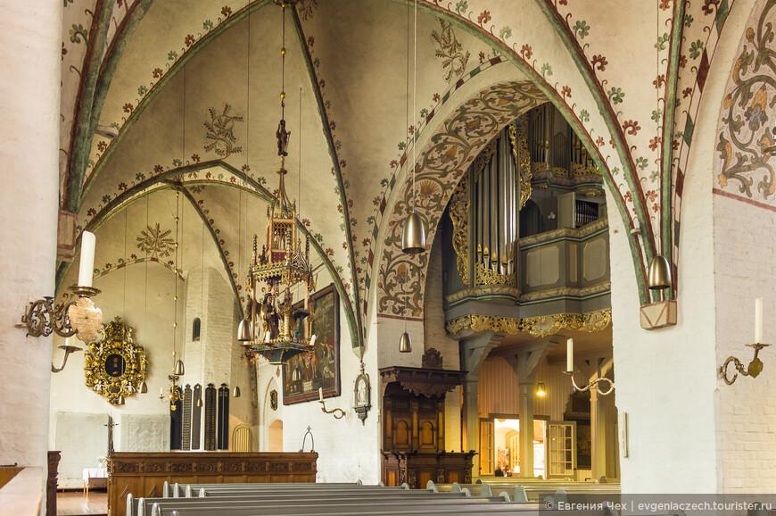 Построена церковь в 12 веке в романском стиле.