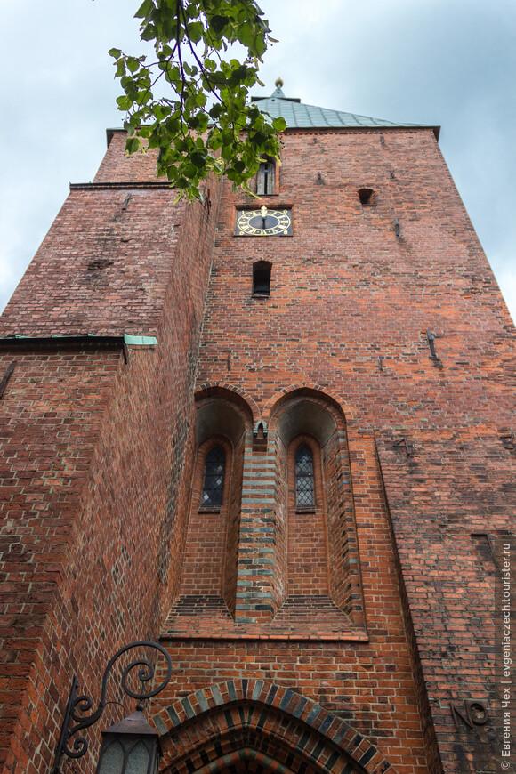 Чудесным образом в Мёльне сохранилась старинная церковь св. Николая.