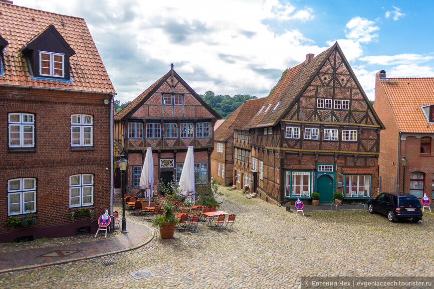 Но главное сокровище Мёльна - его хорошо сохранившийся старый город.
