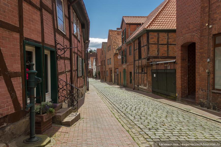 Улочки старого города отличаются друг от друга. На каждой было разрешено строиться представителям определенной профессии. Улица пекарей.