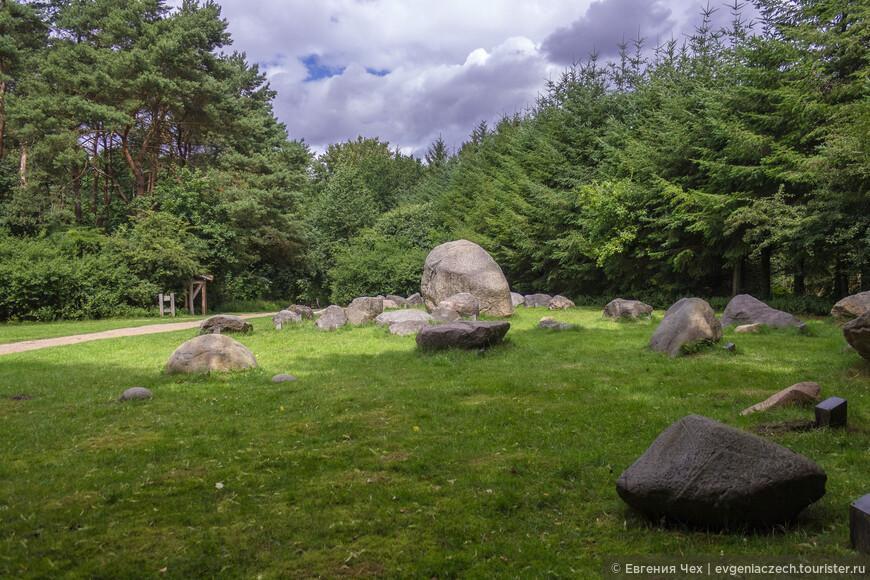 Такие каменюки приплыли из Норвегии после Ледникового периода.