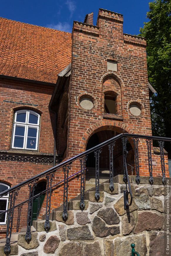 Городская ратуша построена в 15 веке, в период расцвета торговли.