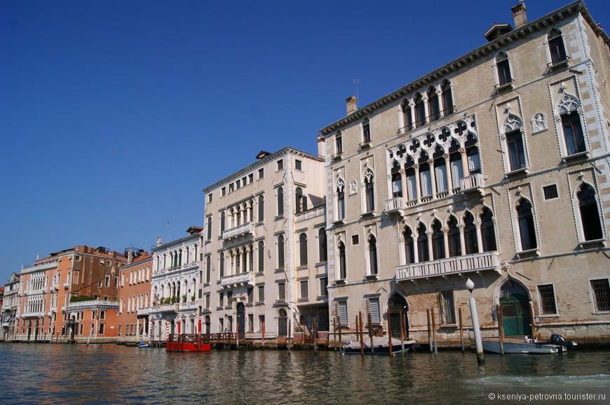 В палаццо Бернардо на данный момент может остановиться любой желающий турист, поскольку апартаменты в нем сдаются.
