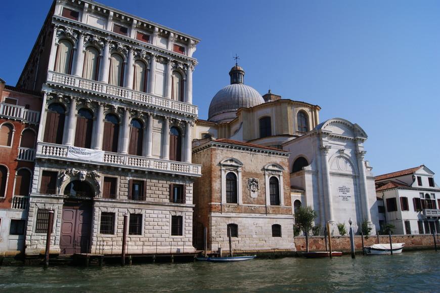 До поездки я слышала о том, что каналы Венеции источают далеко не самые приятные ароматы, но возможно, это так только в то время, когда вода в каналах цветет. Во время нашего приезда в город на воде никаких неприятных запахов не было.