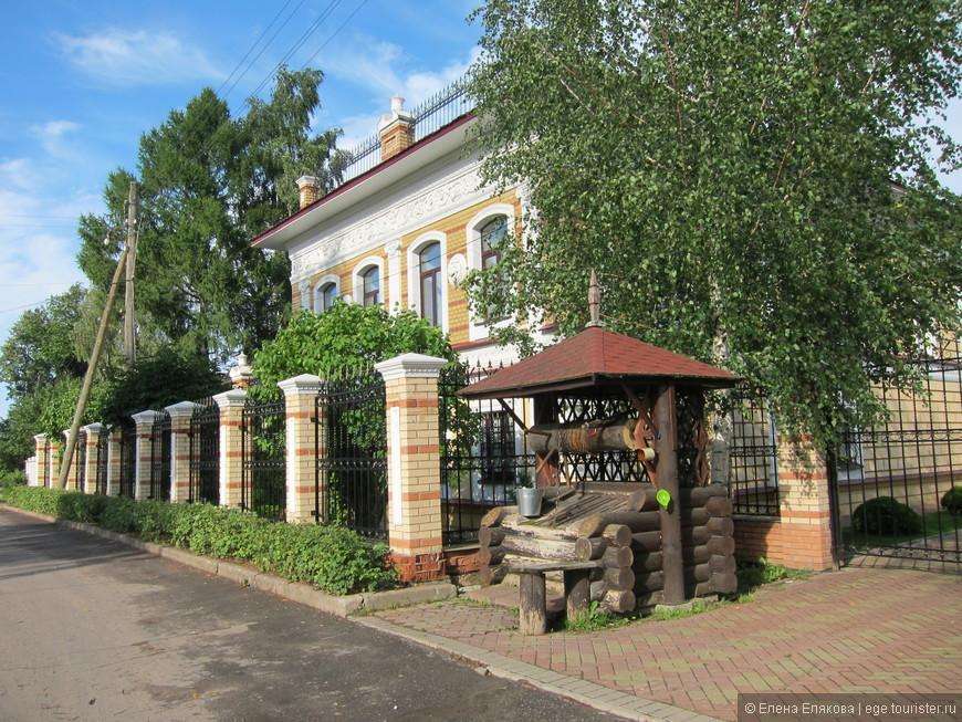 Дом со львами - бывшая усадьба купца-старообрядца Галочкина И.И., памятник аректуры 19 века