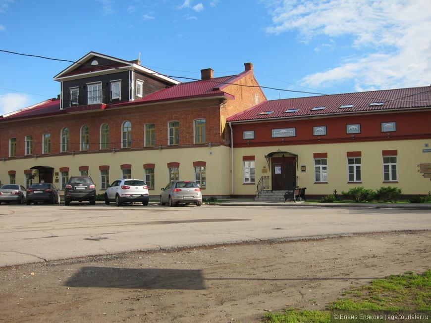 Улица Советская - гостиница, конференц-зал, библиотека, музыкальный салон чайная, бильярдная