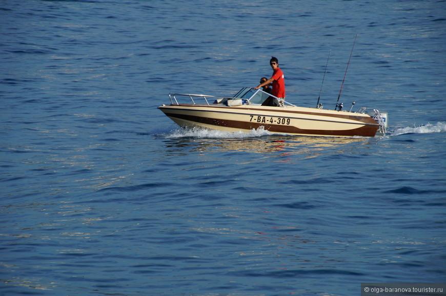 Считается, что Коста-дель-Маресме — одно из красивейших побережий Испании в окружении величественных Пиренеев с серебристым песком и лазурными волнами Средиземного моря.