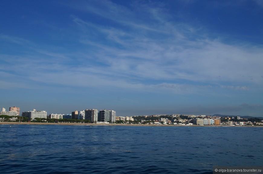 Пейзажи Коста-дель-Маресме — это многокилометровые песчаные пляжи из серебристого песка, омываемые лазурными волнами Средиземного моря и защищённые горными хребтами Пиренеев. Самые популярные пляжные курортные центры Коста-дель-Маресме — Мальграт-де-Мар, Санта-Сусанна, Пинеда-де-Мар, Каллела и Сент-Поль-де-Мар. Их пейзажи и туристическая инфраструктура приходятся по душе отдыхающим из многих стран — любых возрастов, возможностей и интересов.